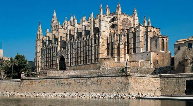 Mallorca Cathedral: A jewel of Gothic Architecture